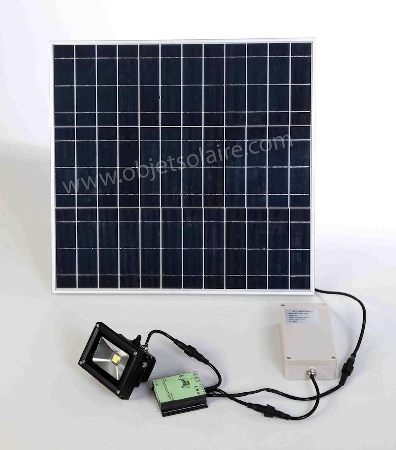 Projecteur solaire puissant 1000 lumens timer zs 210 for Lampe solaire pour portail