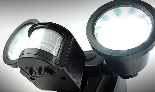 spot solaire puissant double 600 lumens d tecteur de mouvements spot solaire objetsolaire. Black Bedroom Furniture Sets. Home Design Ideas